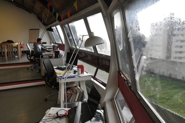 The office of Ecoeff, inside the soucoupe. Julien Gathelier